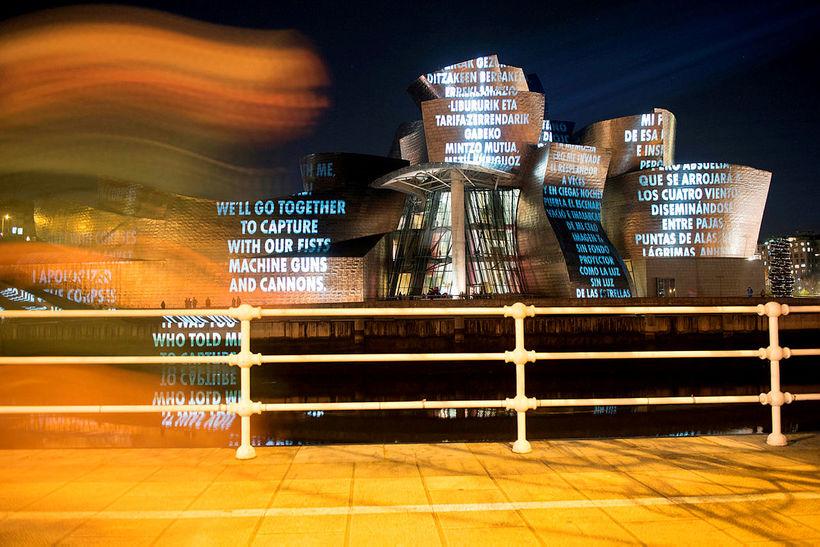 Guggenheim-listasafnið í Bilbao eftir Frank Gehry er óvenjulegt líkt og ...