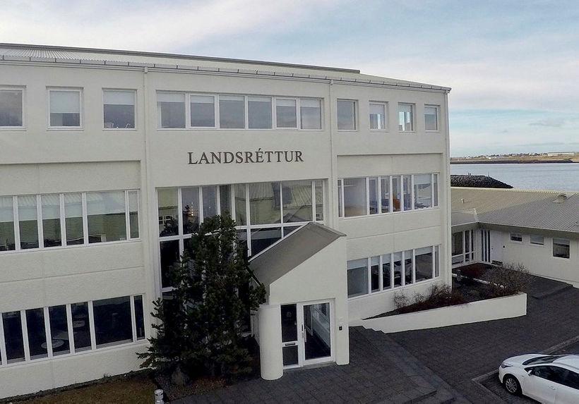 Landsréttur staðfesti gæsluvarðhald yfir manninum og mun það standa til ...