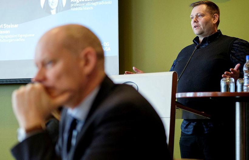 Karl Steinar Valsson og Guðmundur Ingi Þóroddsson á fundinum í ...
