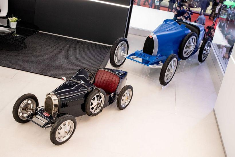 Nær er hinn upphaflegi Bugatti Baby og fyrir aftan Baby ...