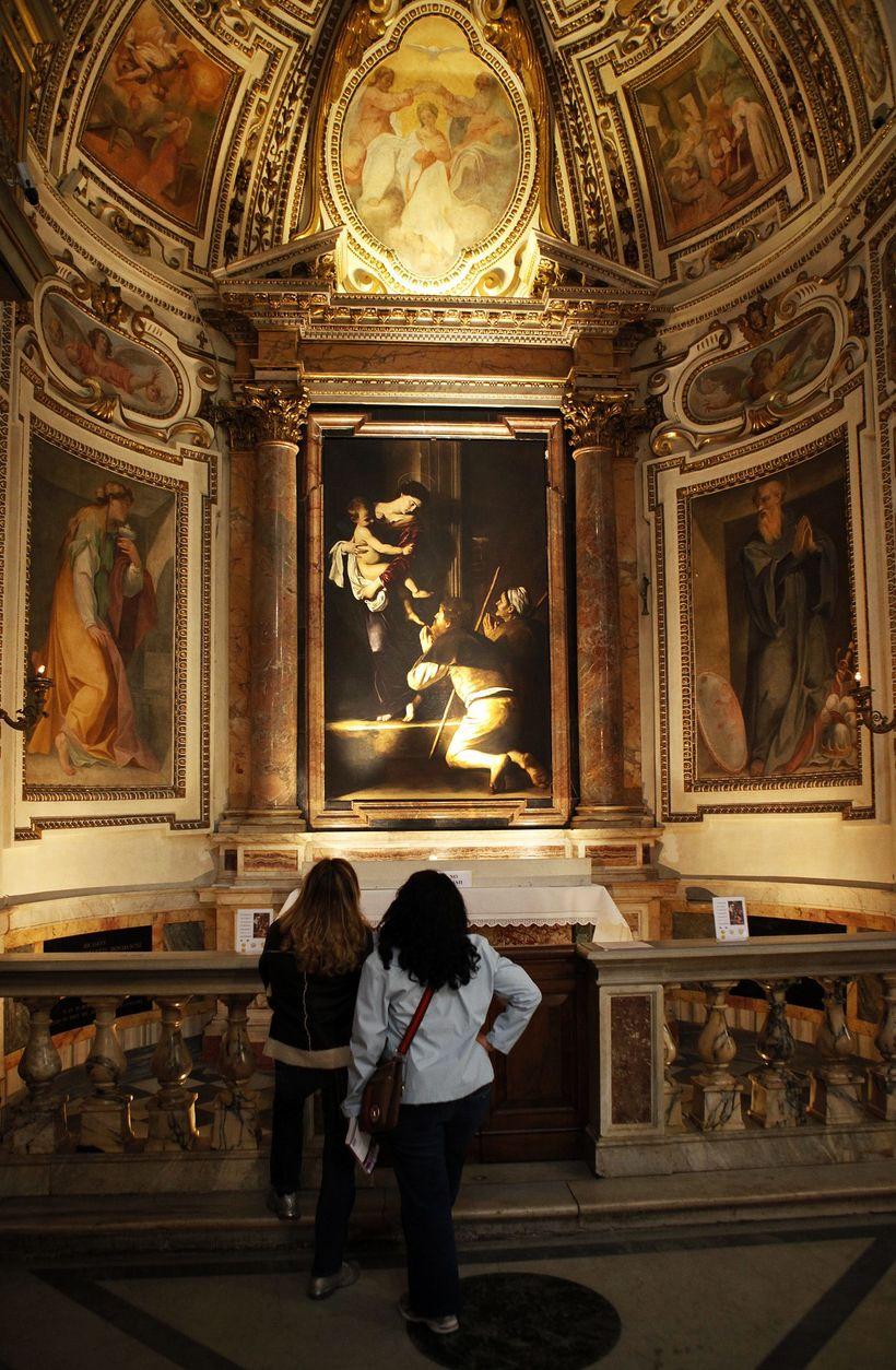 Madonnan í Sant´Agostino er frá Loreto (1604). María mey er …