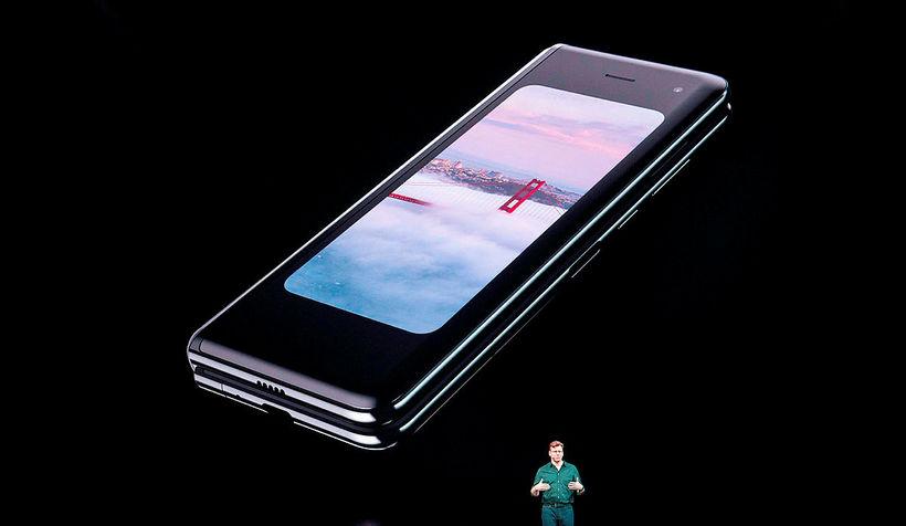 Justin Denison, varaforseti vörumarkaðsmála hjá Samsung, kynnir símann í febrúar.