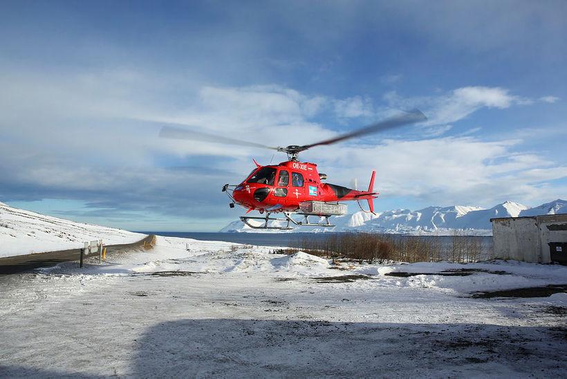 Þyrla frá Circle Air í útsýnisflugi.