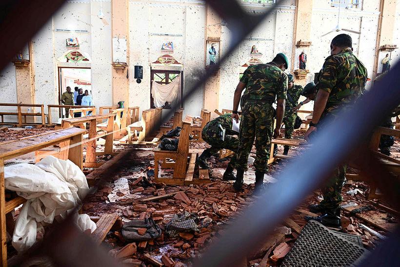 Frá vettvangi sjálfsvígsárásar í St. Sebastian-kirkjunni í Negombo. Alls 310 …