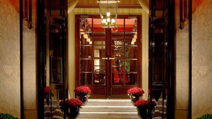 Inngangurinn á Hotel Costes í París er heillandi.