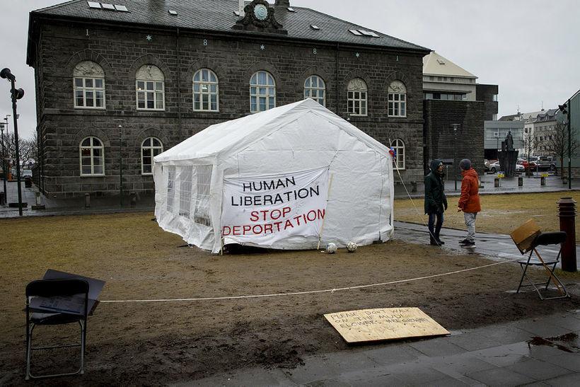 Hælisleitendur hafa mótmælt við Alþingishúsið undanfarið.