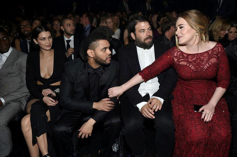 Adele sat við hlið eiginmanns síns Simon Konecki á Grammy-verðlaunahátíðinni ...
