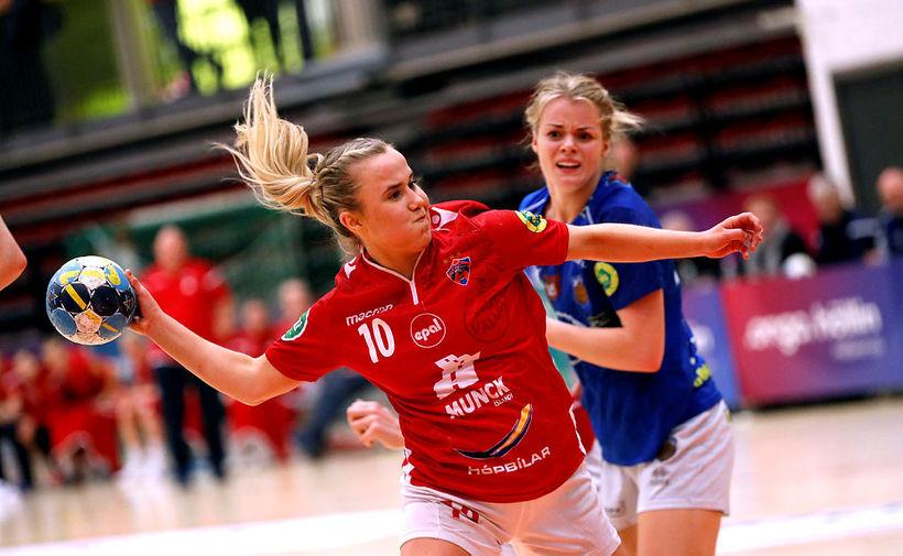Sandra Erlingsdóttir, Val, Steinunn Björnsdóttir, Fram, í fyrsta leik liðanna.