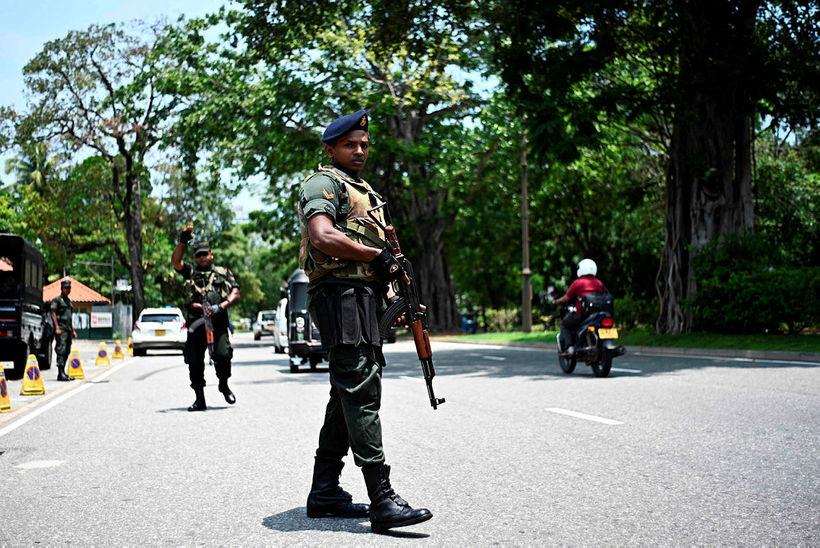 Vopnaðir hermenn í Colombo, höfuðborg Sri Lanka.