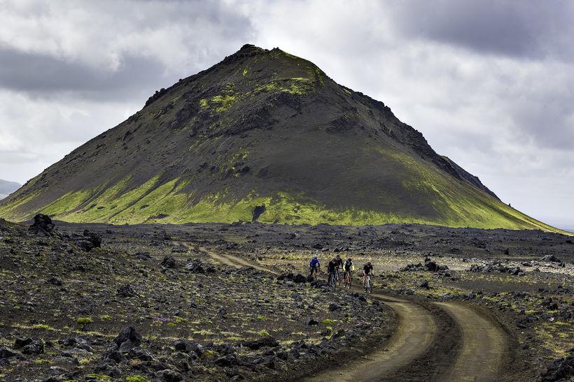 Farið er um 180 km af malarvegum í keppninni, meðal ...