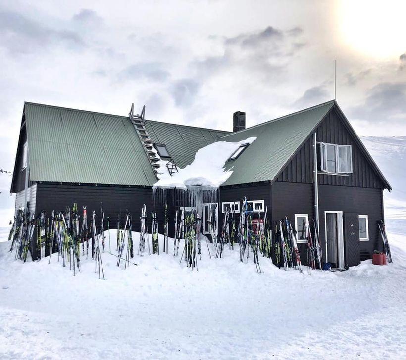 Skáli Ferðafélags Íslands í Landmannalaugum var þéttsetin af þaulreyndu skíðagöngufólki ...