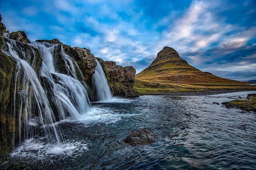 Okkar eina sanna Ísland hreppir annað sætið.