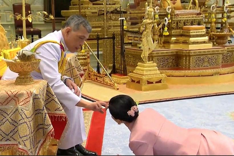 Konungur Taílands, Maha Vajiralongkorn gekk að eiga Suthida Vajiralongkorn na …