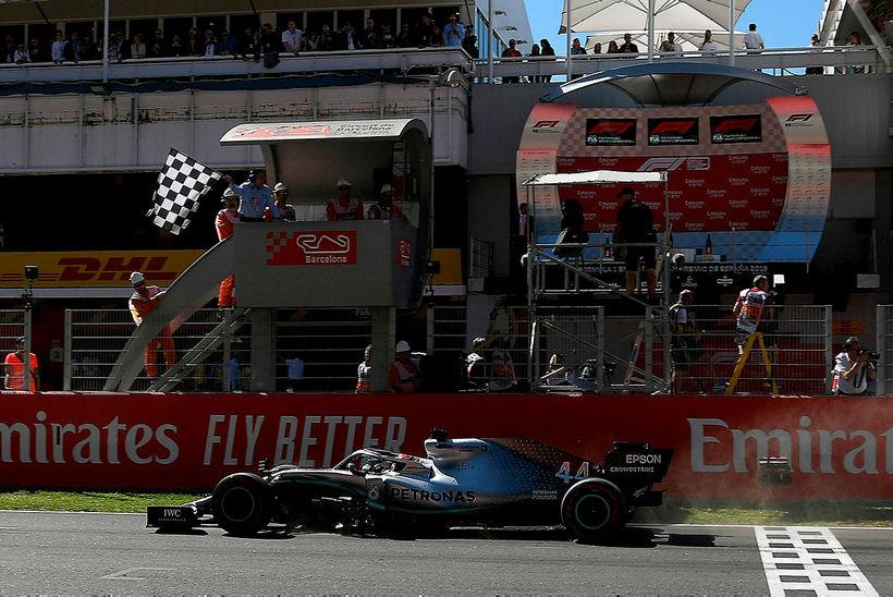 Lewis Hamilton sigrar í Barcelona í dag.
