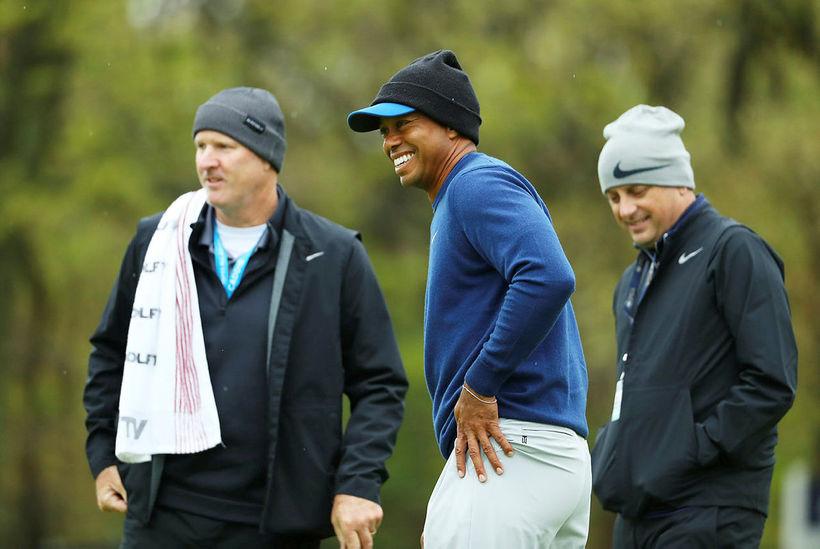 Létt var yfir Tiger Woods á æfingahring í gær.
