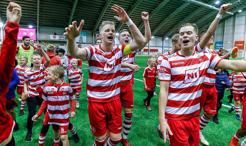 Brynjar Jónasson til hægri fagnar með HK þegar liðið vann ...