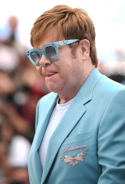 Elton John er þekktur fyrir að vera með áberandi sólgleraugu.