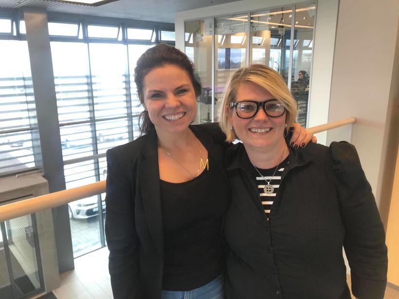 Fréttastjóri Smartlandsins Marta María ásamt Huldu Bjarnadóttur, þáttastjórnanda síðdegisþáttar K100.