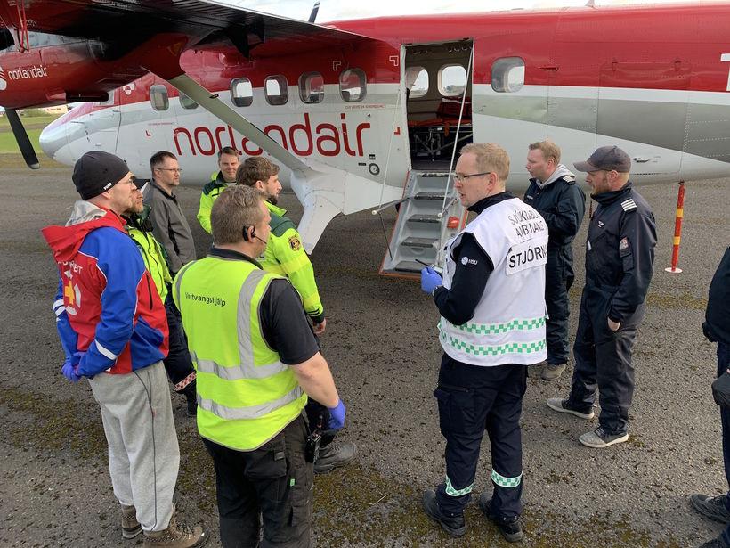 Viðbragðsaðilar við flugvél Norlandair á Selfossflugvelli þar sem hluti þeirra ...