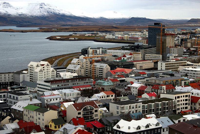 Hagfræðideild Landsbankans reiknar með 5% aukningu íbúðafjárfestingar í ár, óbreyttri ...
