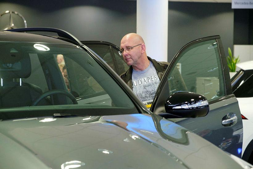 Spáð í spilin á frumsýningu hins nýja Mercedes-Benz GLE í ...