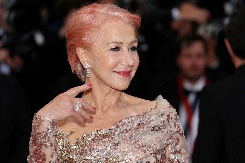 Helen Mirren skartaði bleiku hári í Cannes um helgina.