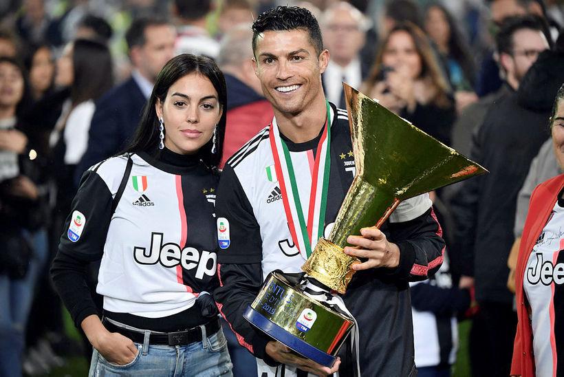 Cristiano Ronaldo ásamt unnustu sinni, Georgina, eftir að Juventus tók ...