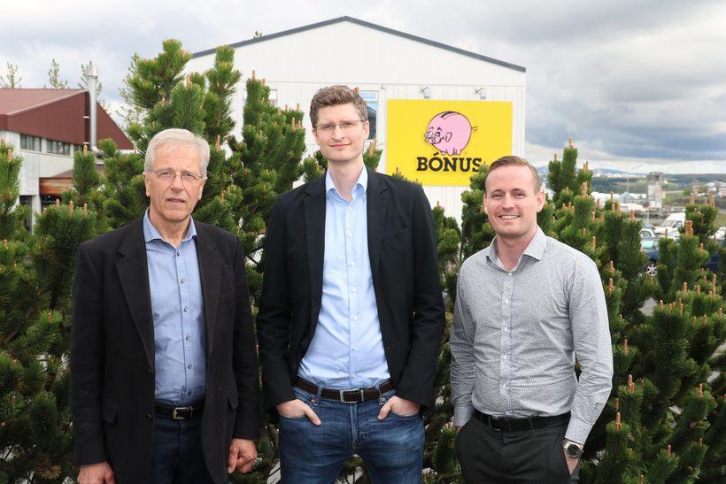 Reynir Kristinsson, stjórnarformaður Kolviðs, Baldur Ólafsson, markaðsstjóri Bónus og Anton ...