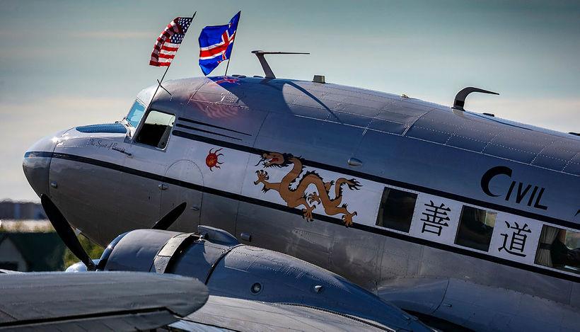 Vélarnar eru í leiðangrinum D-Day Squadron og koma til Reykjavíkur …