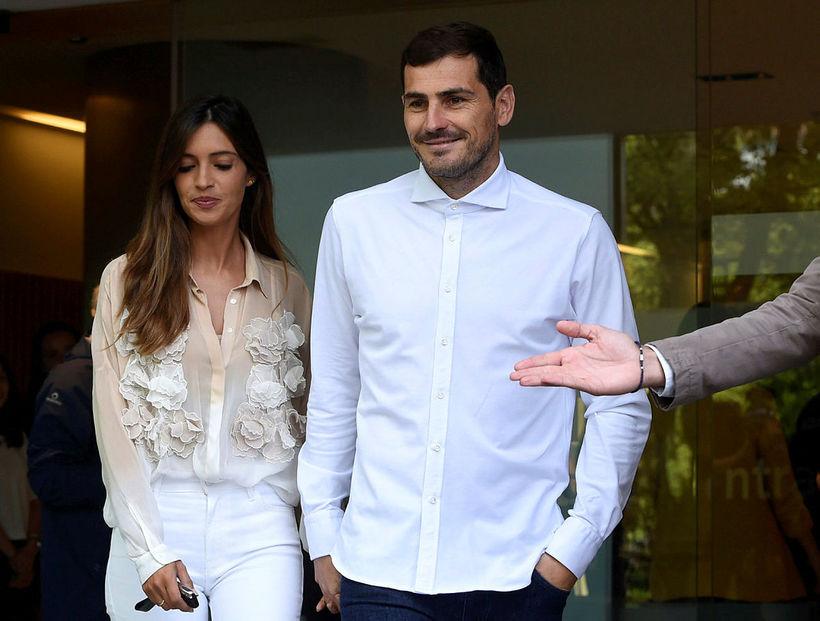 Iker Casillas ásamt eiginkonu sinni, Söru Carbonero, þegar hann var ...