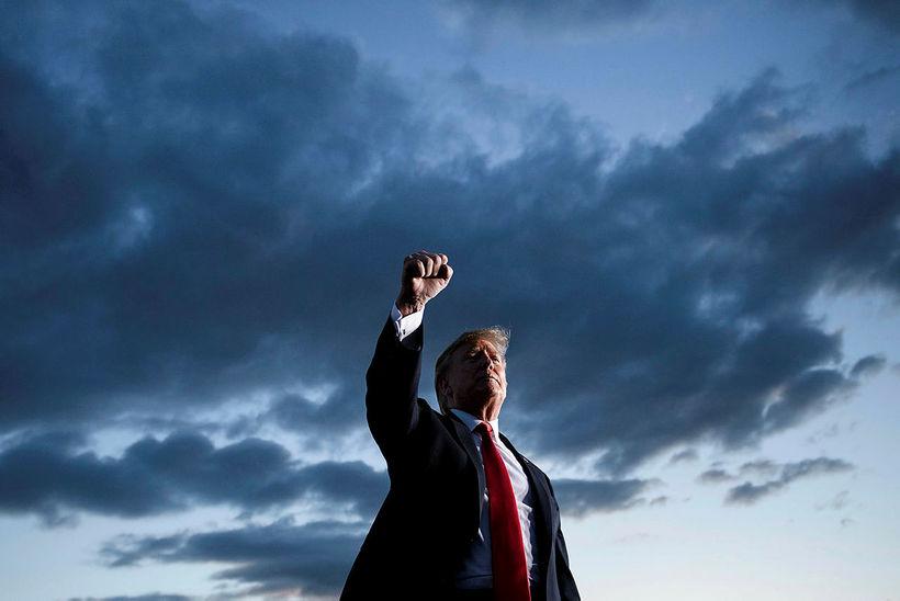 Donald Trump Bandaríkjaforseti flytur ræðu á fundi með stuðningsmönnum. Skóframleiðendur ...