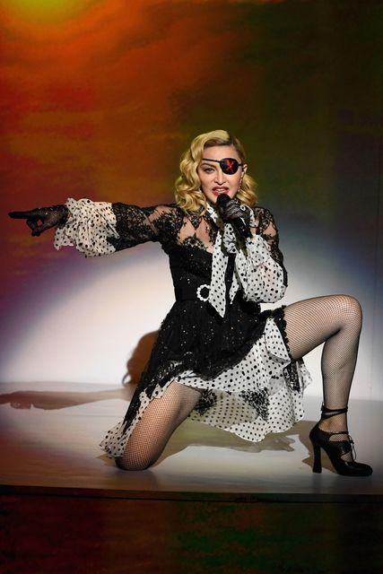 Madonna er á því að vinnan göfgi manninn.