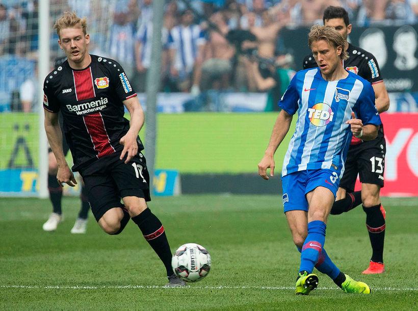 Julian Brandt, til vinstri, í leik með Leverkusen.