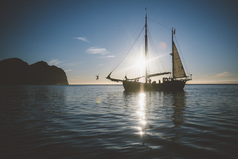 A magical moment on the sailboat.