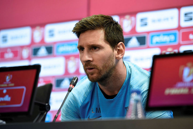 Lionel Messi er ekki vanur því að mæta á blaðamannafundi ...