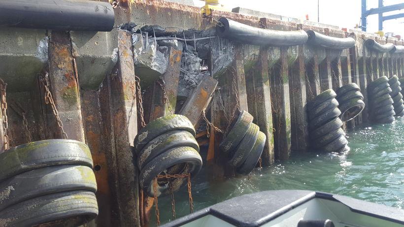 Perustefni skipsins fór beint inn í bryggjuna.