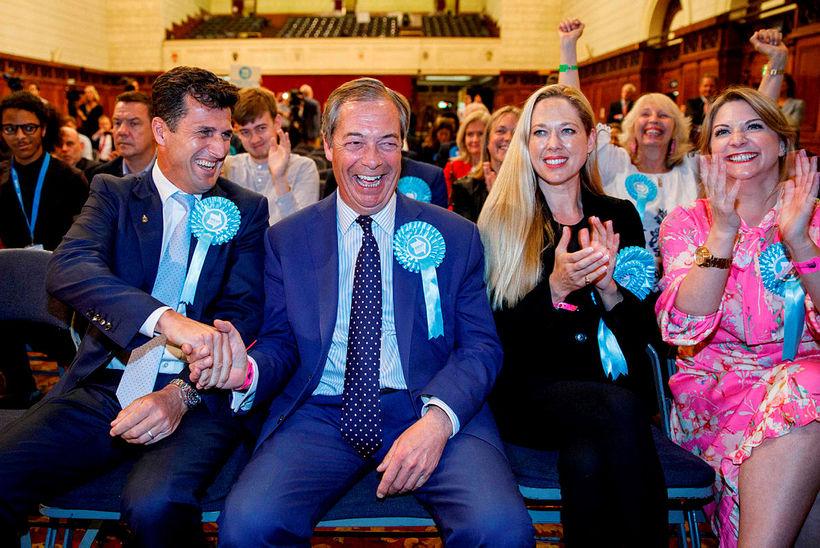 Nigel Farage, stofnandi og leiðtogi Brexit-flokksins, var að vonum kátur ...