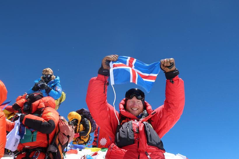 Bjarni á toppi Everest.