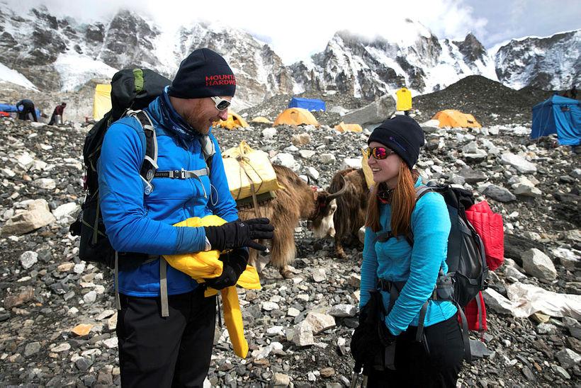 Bjarni og Helga Guðrún ræða málin í grunnbúðum Everest.
