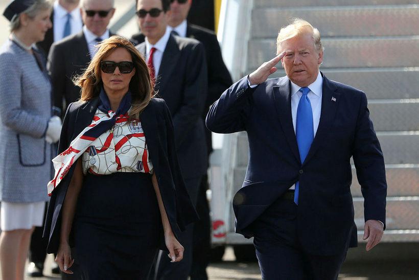 Bandarísku forsetahjónin, Donald Trump og Melania Trump, koma frá borði ...
