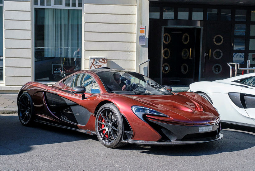 Rauðbrúni liturinn fer þessum McLaren P1 alveg ágætlega.