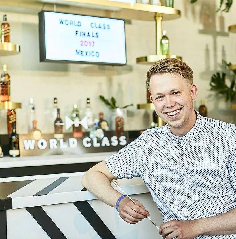 Jónas Heiðarr kokteilabarþjónn