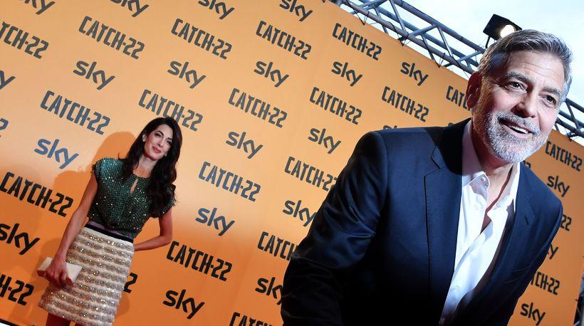 George Clooney og eiginkona hans Amal Clooney. Þau eiga tvö ...