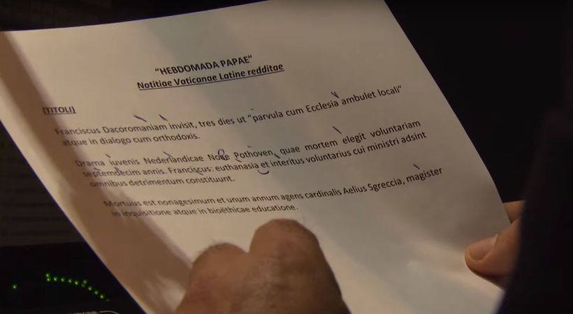 """Þulurinn les upp """"Hebdomada Papae"""", sem þýðir í raun vika …"""