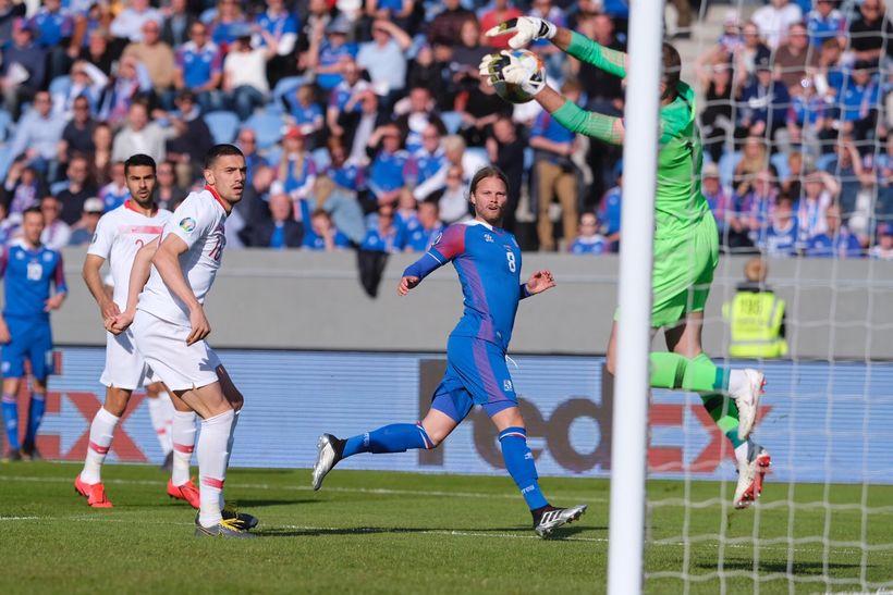 Birkir Bjarnason comes close to scoring.