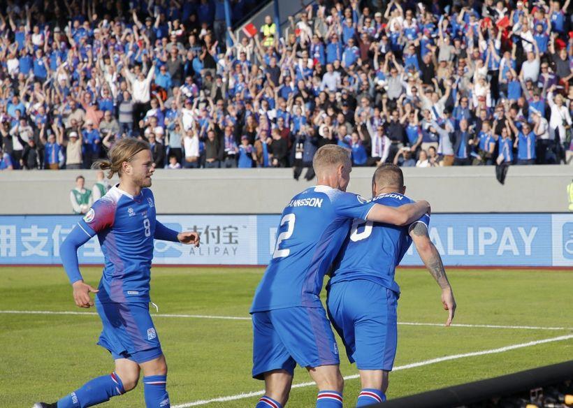 Celebrating Ragnars Sigurðsson's goal.