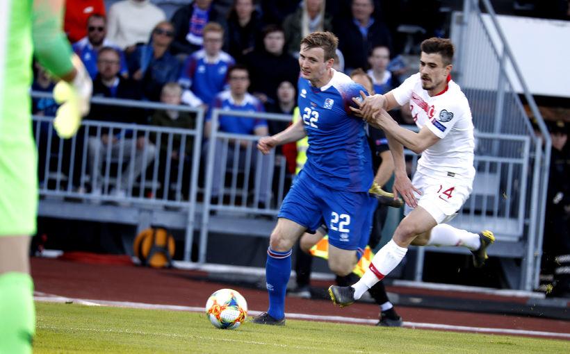 Jón Daði Böðvarsson at full speed.