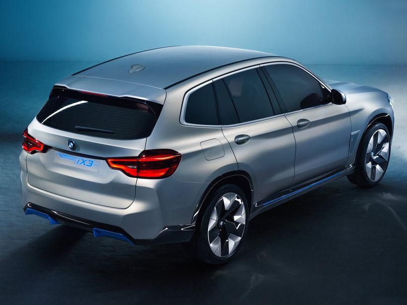 Nýi BMW iX3 jeppinn kemur á götuna á næsta ári.