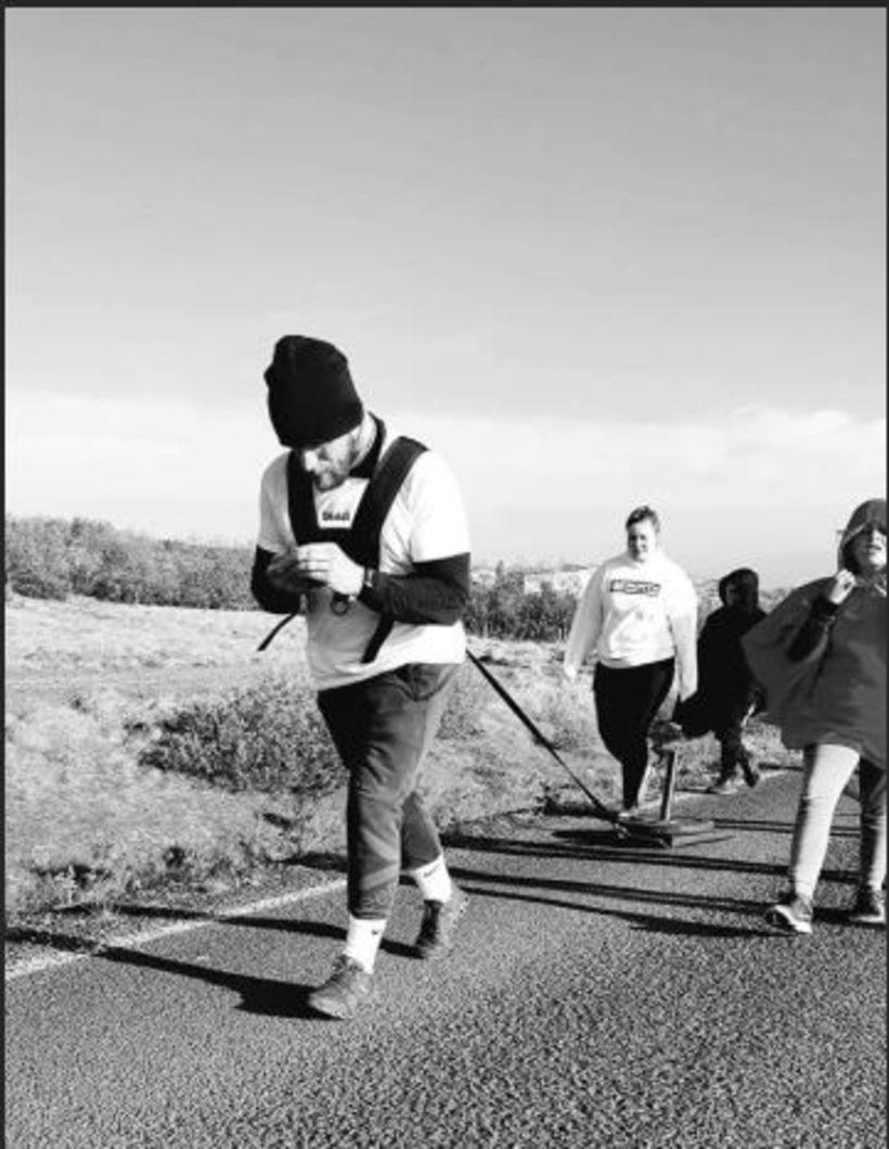 Fyrstu 20 km fór Einar með 27 kílóa sleða í ...