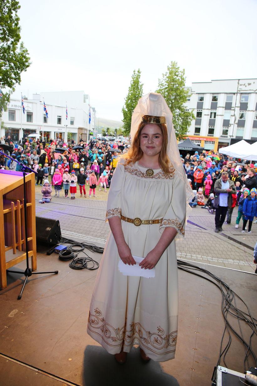 Jara Sól Ingimundardóttir fjallkona.